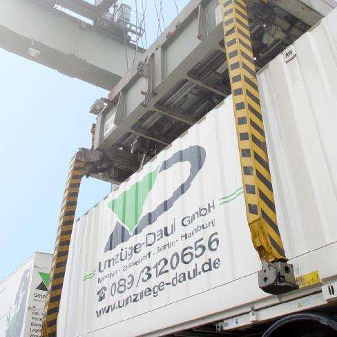 Container im Wechselkran