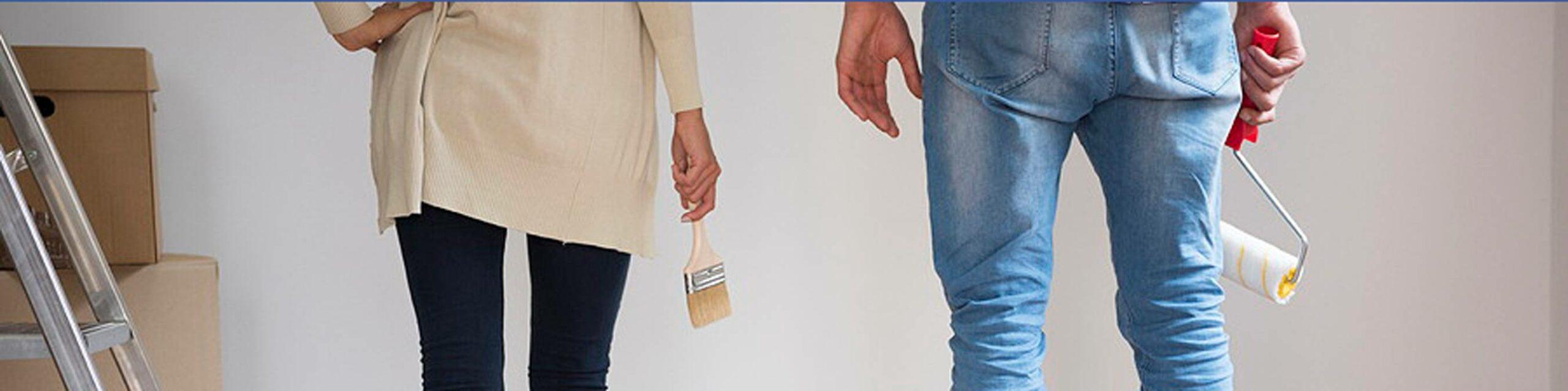 Privatumzug München Frau und Mann beim Streichen